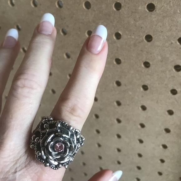 Ornate silver ring in rose shake w/pink rhinestone